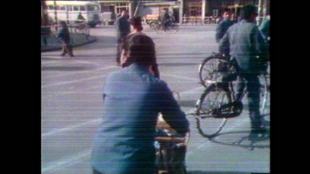 woman pushes two babies in a bamboo pram; 1981 - 1981 bildbanksvideor och videomaterial från bakom kulisserna