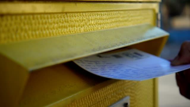 vidéos et rushes de woman put a postcard in mailbox. - service postal