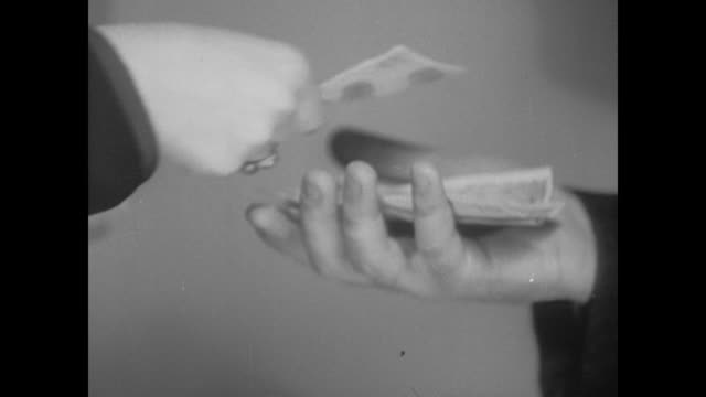 vídeos de stock, filmes e b-roll de 1938 woman puts money into man's hand - moeda