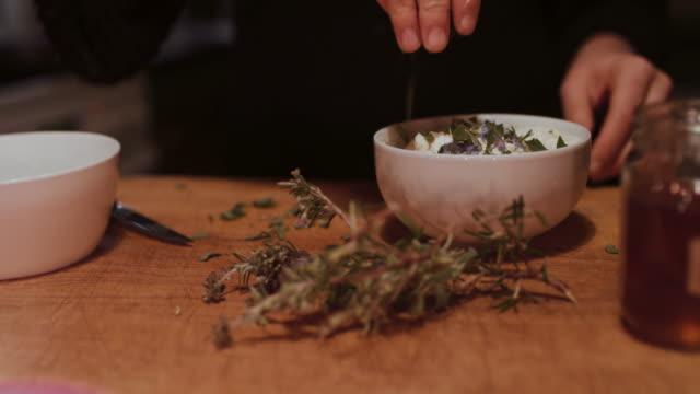 woman putting fresh herbs on dessert - ローズマリー点の映像素材/bロール