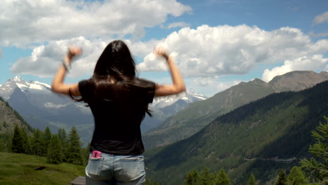 woman reaching the mountain top on the alps - scoperta video stock e b–roll