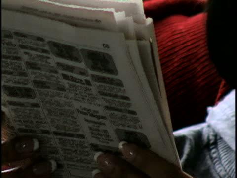 vídeos y material grabado en eventos de stock de woman reading newspaper - crucigrama