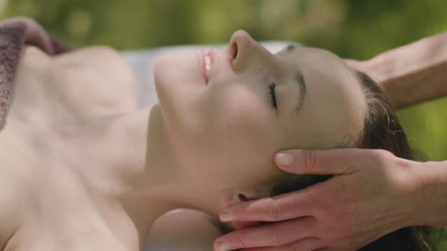 woman receiving massage - massieren stock-videos und b-roll-filmmaterial
