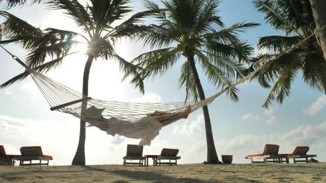 vídeos y material grabado en eventos de stock de mujer relajante en la hamaca en las vacaciones de verano en la playa - mar caribe
