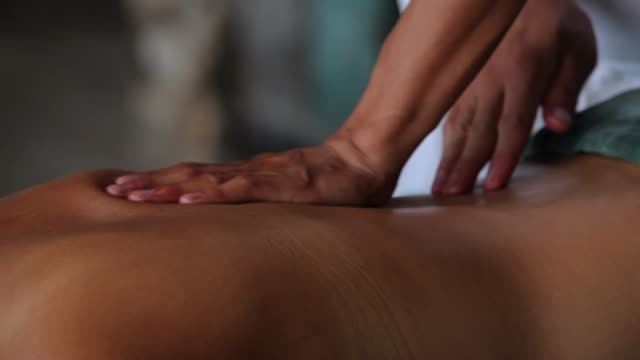vidéos et rushes de cu ts woman relaxing with massage / north island, seychelles - massage
