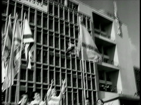 stockvideo's en b-roll-footage met b/w 1948 woman releasing dove that flies off over city / israel / documentary - 1948