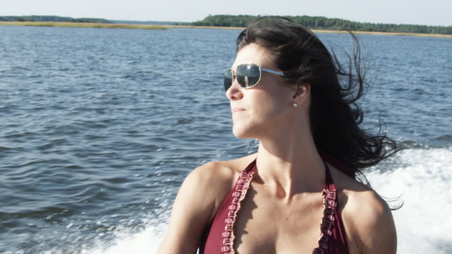 cu slo mo  woman riding in motorboat / charleston, south carolina, usa - rufsig bildbanksvideor och videomaterial från bakom kulisserna