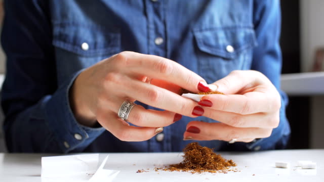 Frau Roling Zigarette