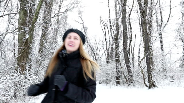 woman running in snow - 45 49 anni video stock e b–roll