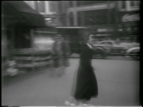 vídeos y material grabado en eventos de stock de pan woman running on nyc sidewalk during civil defense drill / newsreel - 1951