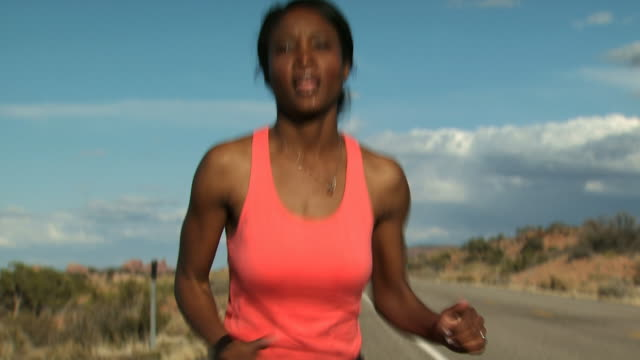 woman running outdoors with red rocks - andere clips dieser aufnahmen anzeigen 1147 stock-videos und b-roll-filmmaterial