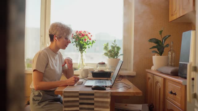 woman say goodbye via video call - finishing stock videos & royalty-free footage