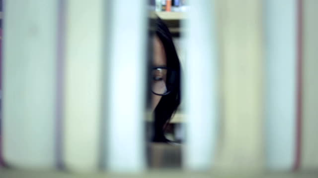 Frau suchen buchen Sie in der Bibliothek