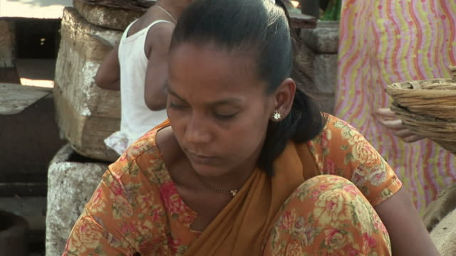 WS woman selling ginger at street market / Dharavi, Mumbai, India