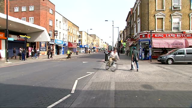 vídeos de stock e filmes b-roll de woman seriously injured after being hit by police car in dalston england london dalston ext general views of kingsland road and dalston kingsland... - road junction