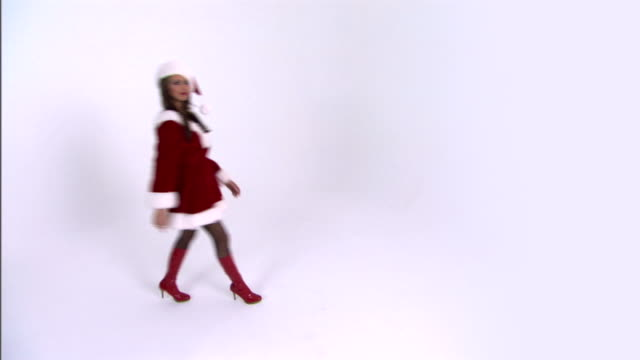 woman shaking finger and walking - weihnachtsfrau stock-videos und b-roll-filmmaterial