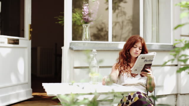 woman sharing leisure time at home - lesen stock-videos und b-roll-filmmaterial