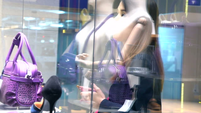 woman shopping by retail stores in slow motion. - espositore per negozio video stock e b–roll
