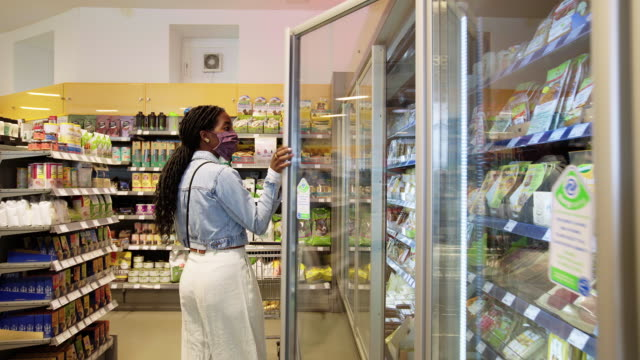 woman shopping grocery in a supermarket during pandemic - household equipment stock videos & royalty-free footage