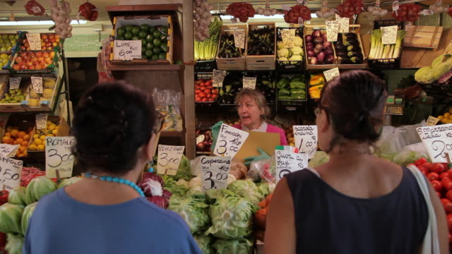 mh woman shopping in vegetable market / venice, italy - italian culture stock videos & royalty-free footage