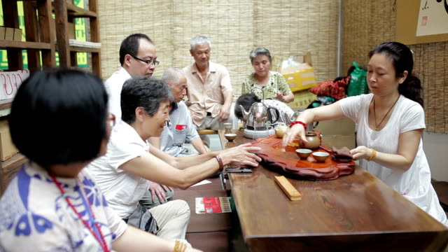 vidéos et rushes de woman showing tea ceremony /xi'an, shaanxi, china - cérémonie