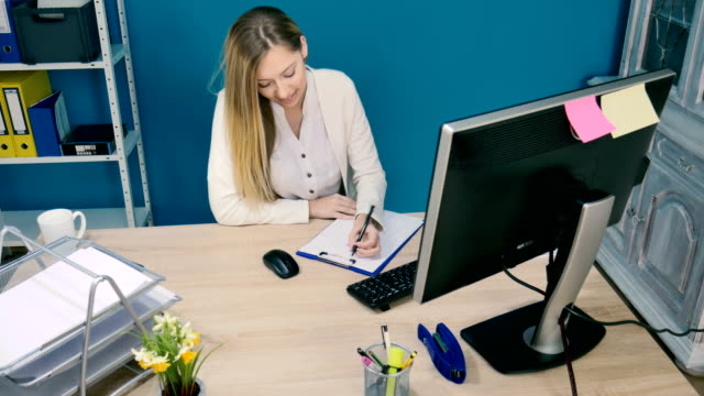 woman signing documents - direttrice video stock e b–roll