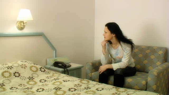 stockvideo's en b-roll-footage met woman sits in living room - alleen oudere vrouwen