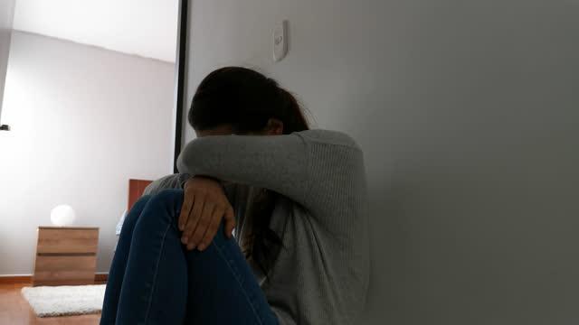 woman sitting at her home corridor floor very depressed during coronavirus lockdown - struggle stock videos & royalty-free footage