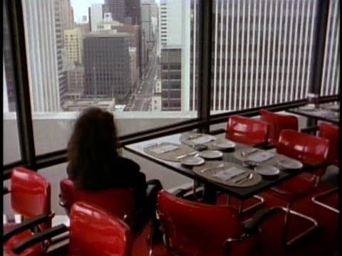 stockvideo's en b-roll-footage met 1980 ws t/l woman sitting in revolving restaurant / san francisco, california, usa. - hyatt regency