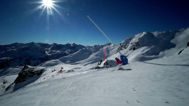 woman skiing in mountains - skijacke stock-videos und b-roll-filmmaterial