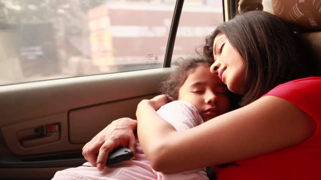 woman sleeping with her daughter in a car  - familie mit einem kind stock-videos und b-roll-filmmaterial