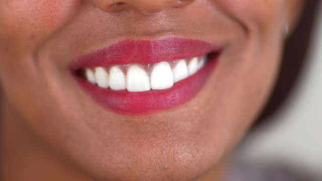 woman smiling - endast unga kvinnor bildbanksvideor och videomaterial från bakom kulisserna