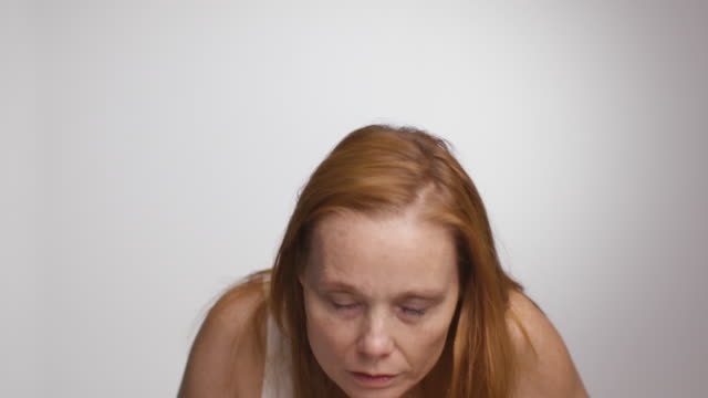 woman splashes face with water - 45 49 jahre stock-videos und b-roll-filmmaterial