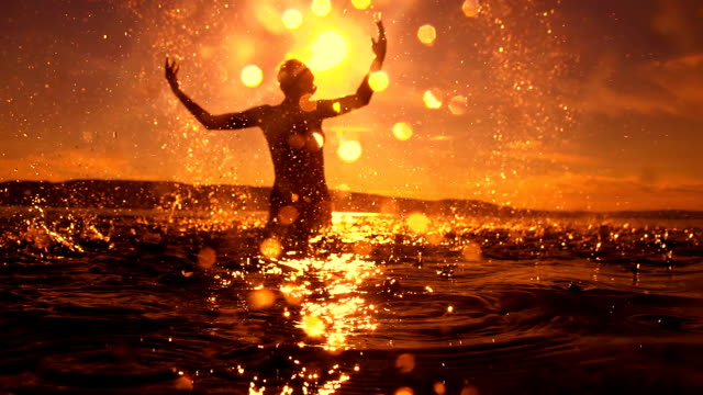 stockvideo's en b-roll-footage met hd super slow mo: woman splashing water - zonsondergang