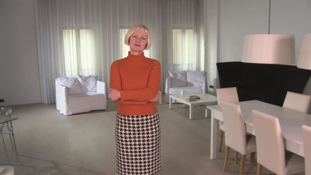ws zi portrait woman standing in modern apartment with arms folded/ zo couple/ berlin, germany - polo neck stock videos & royalty-free footage