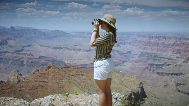 woman standing on grand canyon edge - straw hat stock videos & royalty-free footage