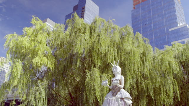 woman statue on manhattan west side - female likeness stock videos & royalty-free footage