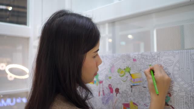 女子学生の絵 - 芸術家点の映像素材/bロール