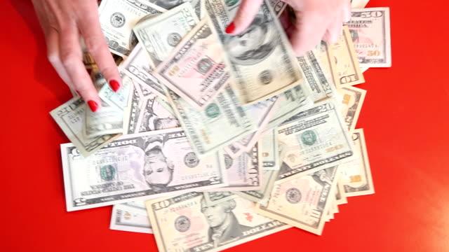 vídeos y material grabado en eventos de stock de woman swimming en dólares estadounidenses - esmalte de uñas rojo