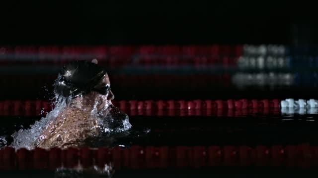 vídeos de stock, filmes e b-roll de woman swimming the breaststroke - kranj