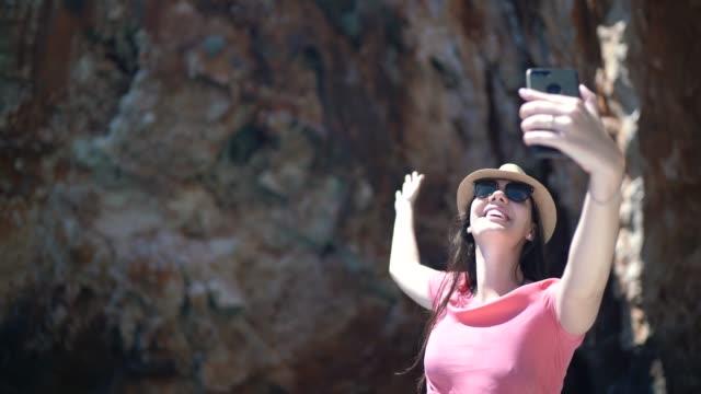 vídeos de stock e filmes b-roll de woman taking a selfie in a speedboat in hvar, croatia - gruta
