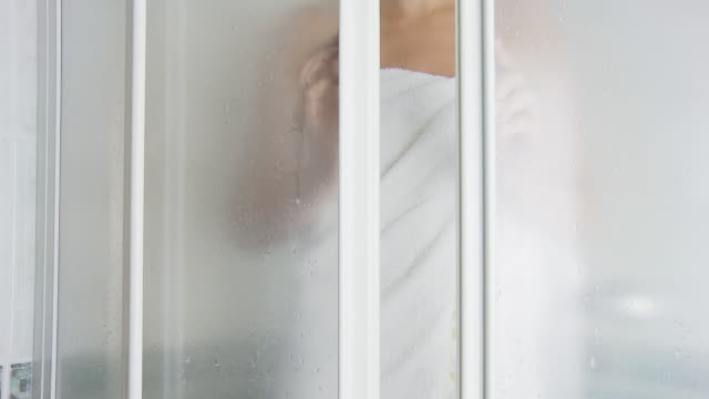 HD DOLLY: Woman Taking A Shower