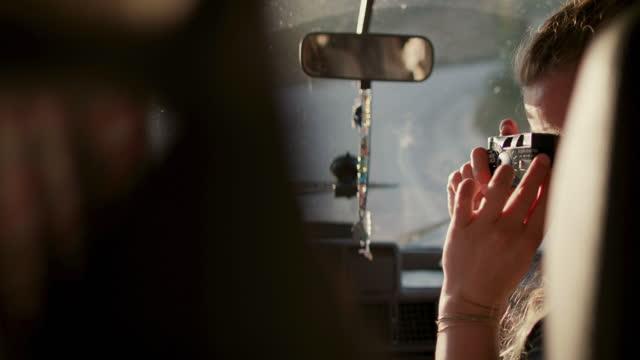 stockvideo's en b-roll-footage met woman taking photo of boyfriend driving camper - rondrijden