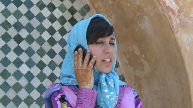 vídeos de stock, filmes e b-roll de cu woman talking on cell phone / meknes, unspecified, morocco - áfrica do norte