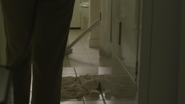 ms, tu, td, woman talking on phone and loading washing machine in laundry room, hollywood, california, usa - sladdlös telefon bildbanksvideor och videomaterial från bakom kulisserna