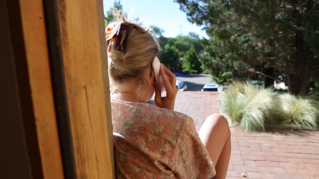woman talking on phone - schnurloses telefon stock-videos und b-roll-filmmaterial