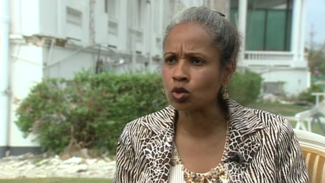 vídeos de stock e filmes b-roll de woman talks of devastation following earthquake in haiti - hispaniola