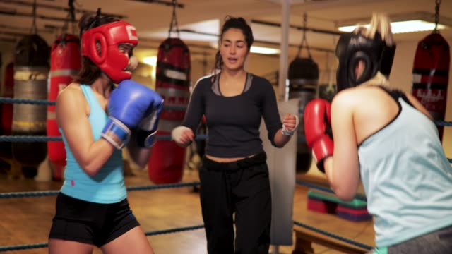 woman teaching boxing - boxing ring stock videos & royalty-free footage