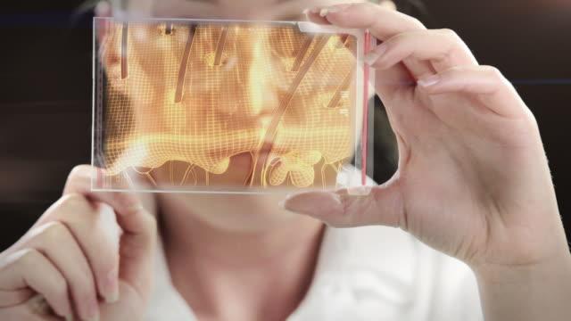 vídeos de stock, filmes e b-roll de woman the scientist is analysing structure of hair. - bolha de replicação