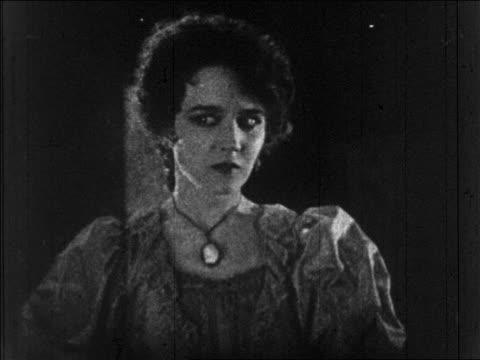 b/w 1925 woman (mary philbin) thinking + starting to raise hands / feature - skådespelerska bildbanksvideor och videomaterial från bakom kulisserna